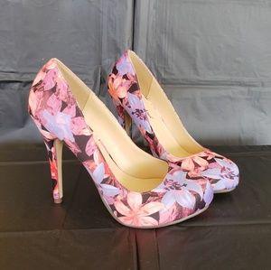 Michael Antonio Floral size 7 Heels